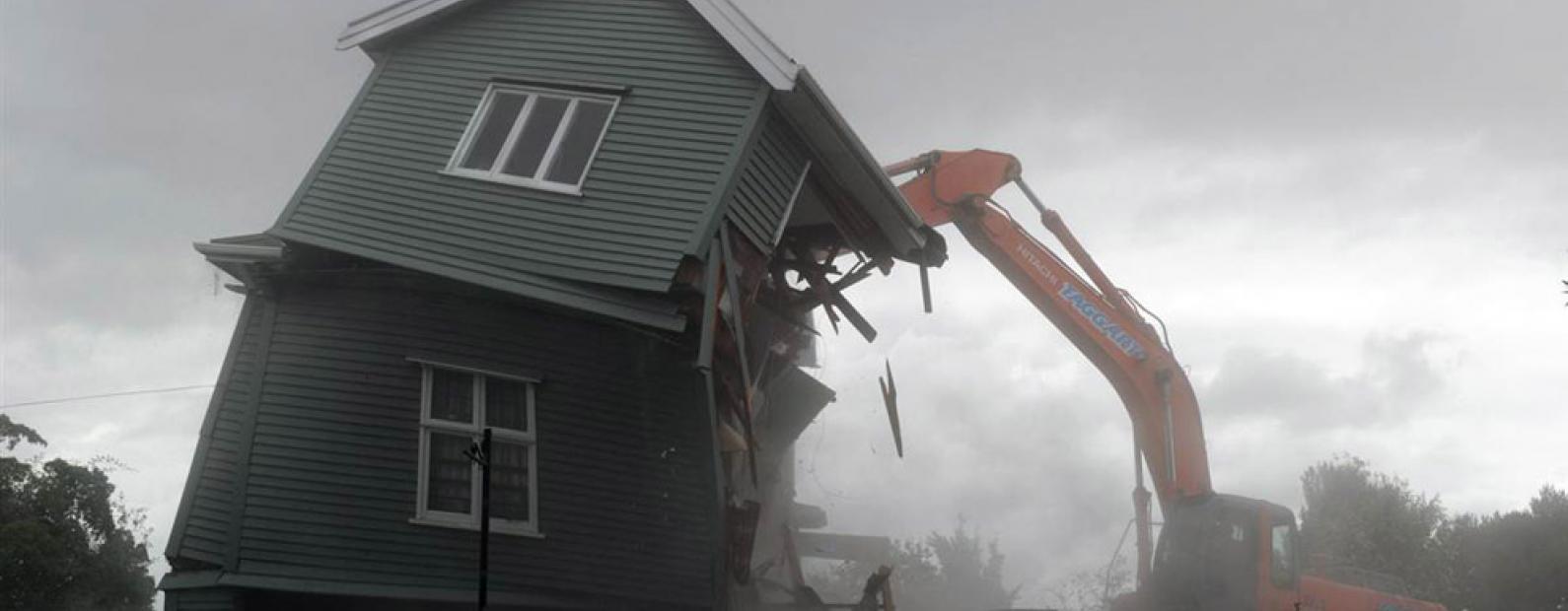 Как снести старый дом